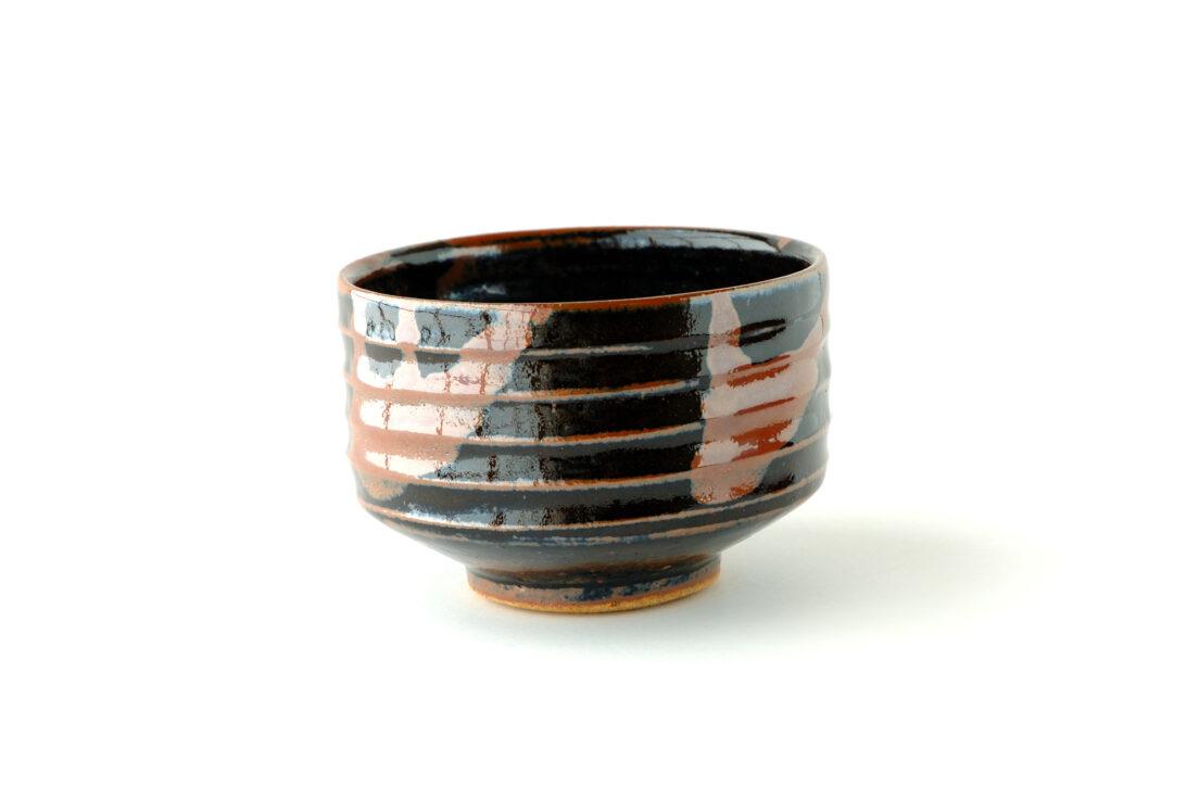 縄文象嵌の考案者、島岡達三の作品の特徴