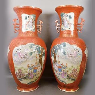 珊瑚釉金彩粉彩花瓶 一対
