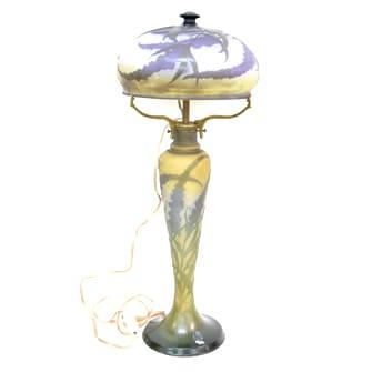 蝶とルピナス文ランプ