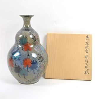 色鍋島吹重ね棕梠文花瓶